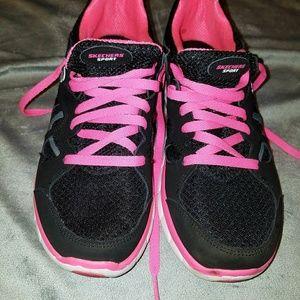 Skechers memory foam shoe women's size 9